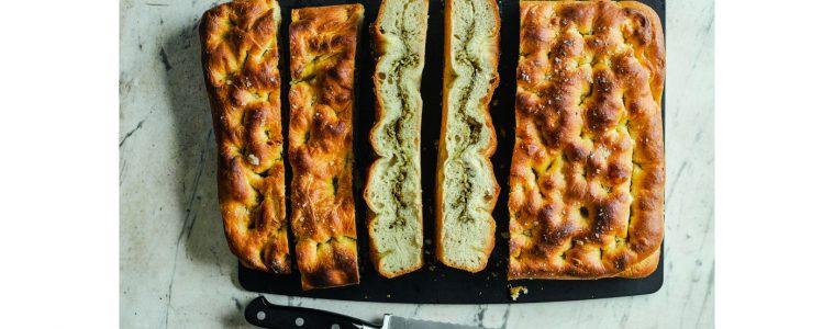 Met halloumi gevuld brood uit het boek Mezze